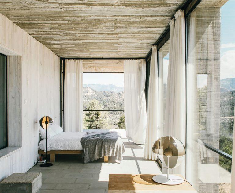 Amazing Scandinavian Bedroom with Open View