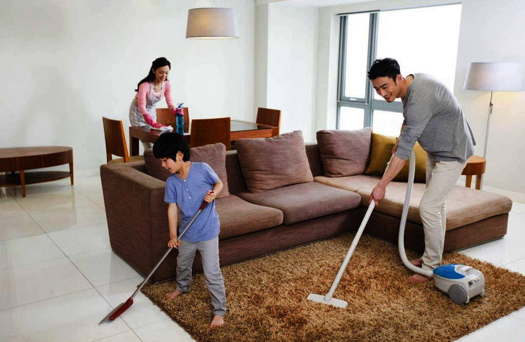 Dọn dẹp nhà cửa.