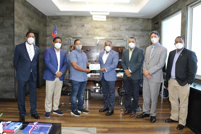 Departamento Aeroportuario entrega recursos para culminación Helipuerto de Barahona