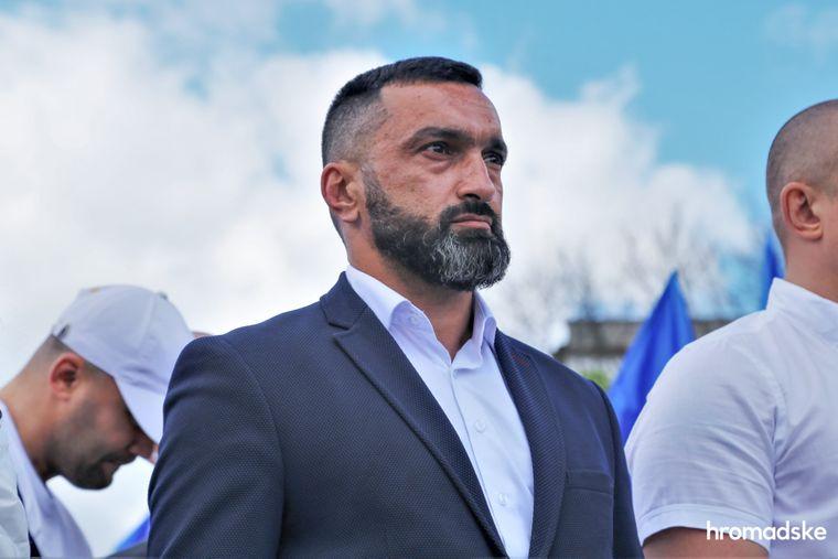 Руководитель херсонского отделения ОО «Патриоты — За жизнь» Руслан Агаев на марше против фашизма 9 мая 2021 года