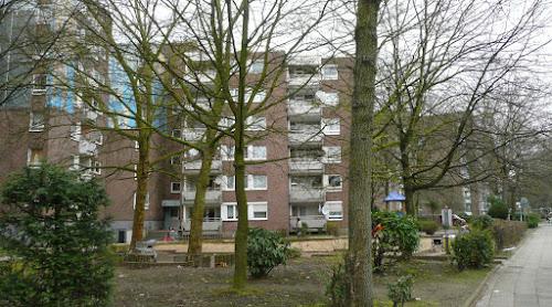 Wohnblocks mit Bäumen..