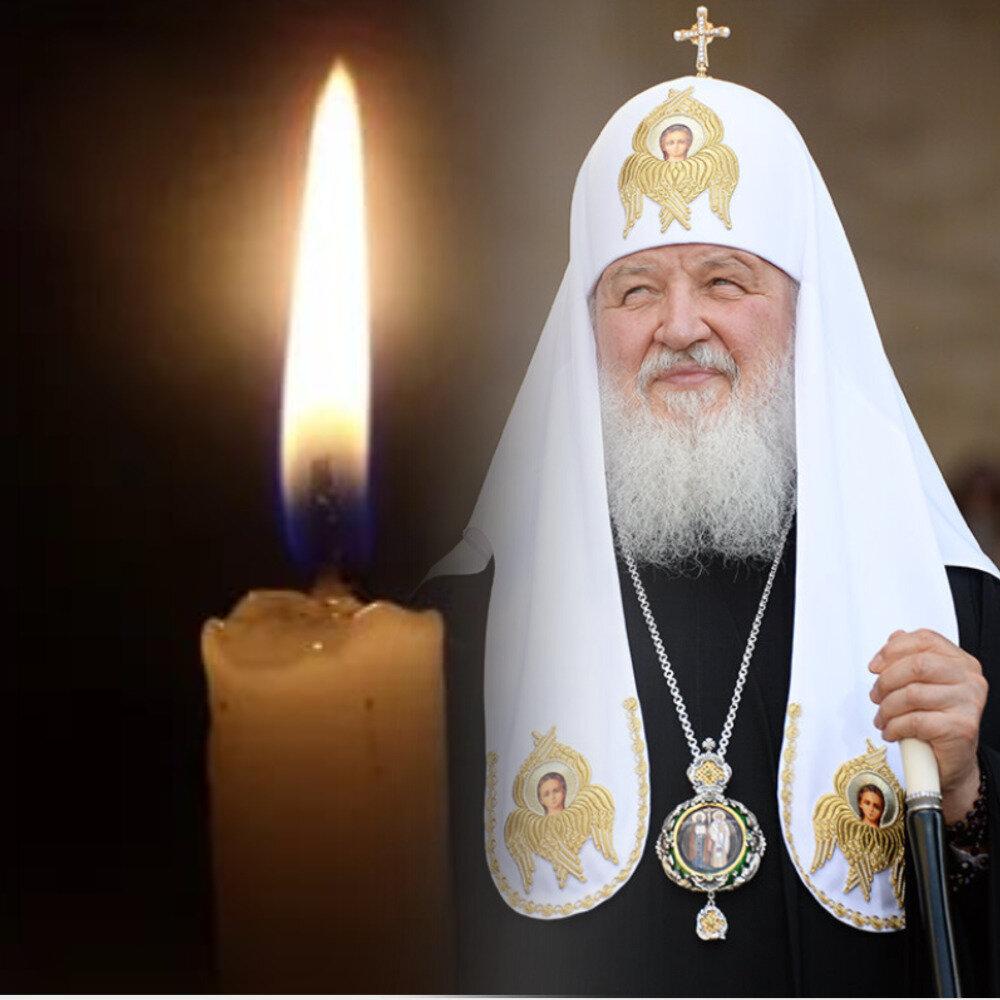 Патриарх Кирилл и свечи. Коллаж Радио 100 грамм.