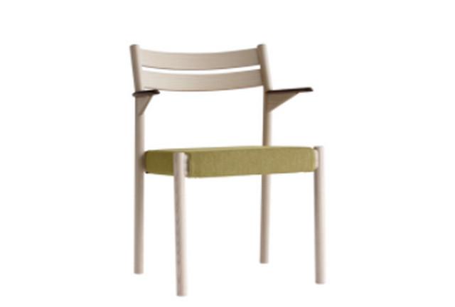 ③ メーベルトーコーのスタイリッシュな椅子なシンプルなリビングテーブルでもマッチ