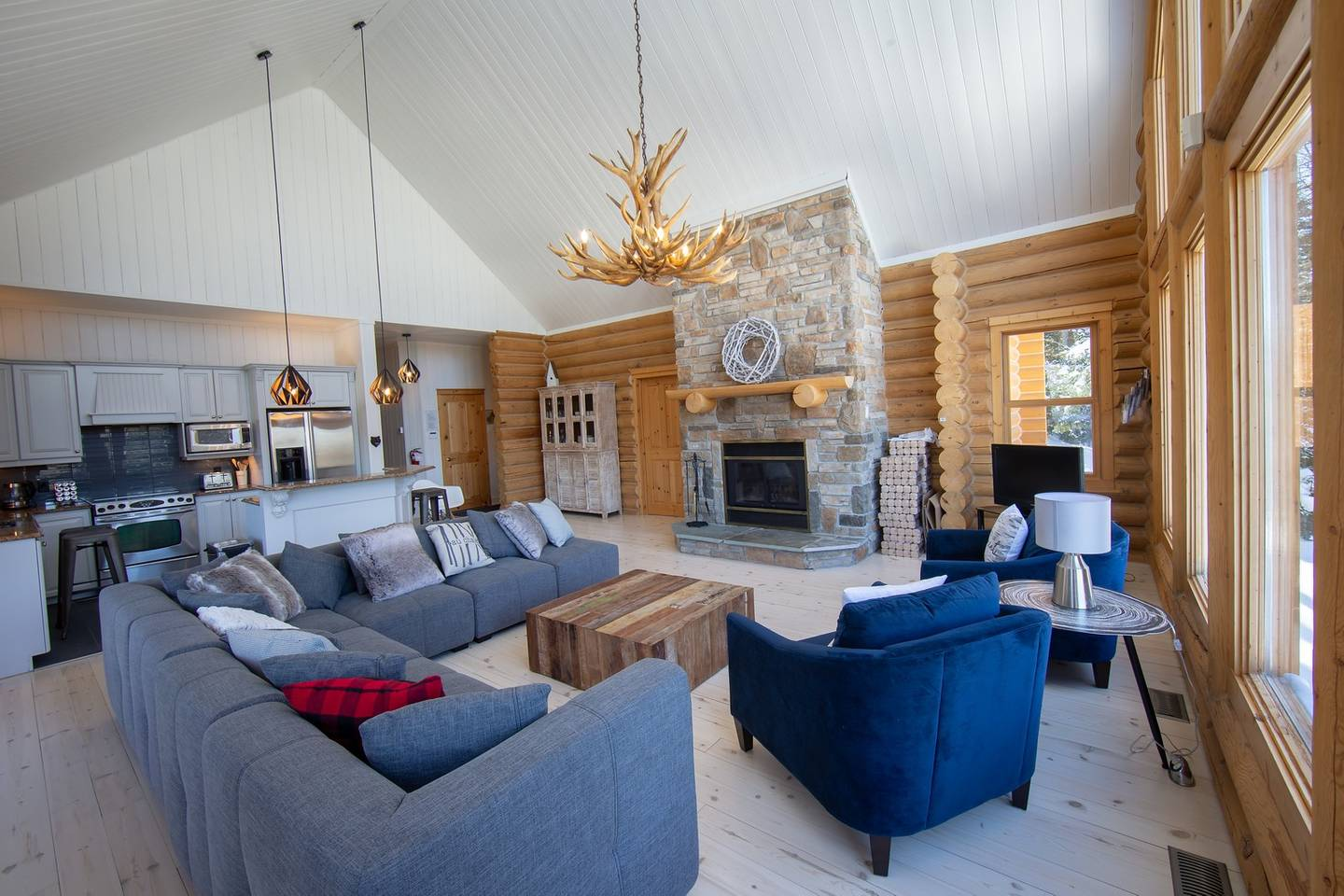 Cottages for rent with spa in Laurentians #3