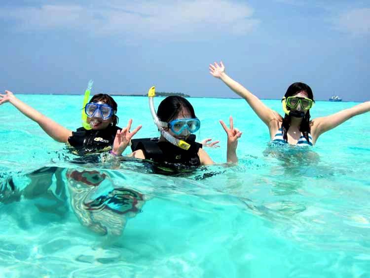 2) Snorkeling.jpg