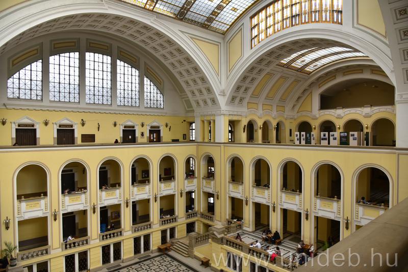 A Debreceni Egyetem díszudvara