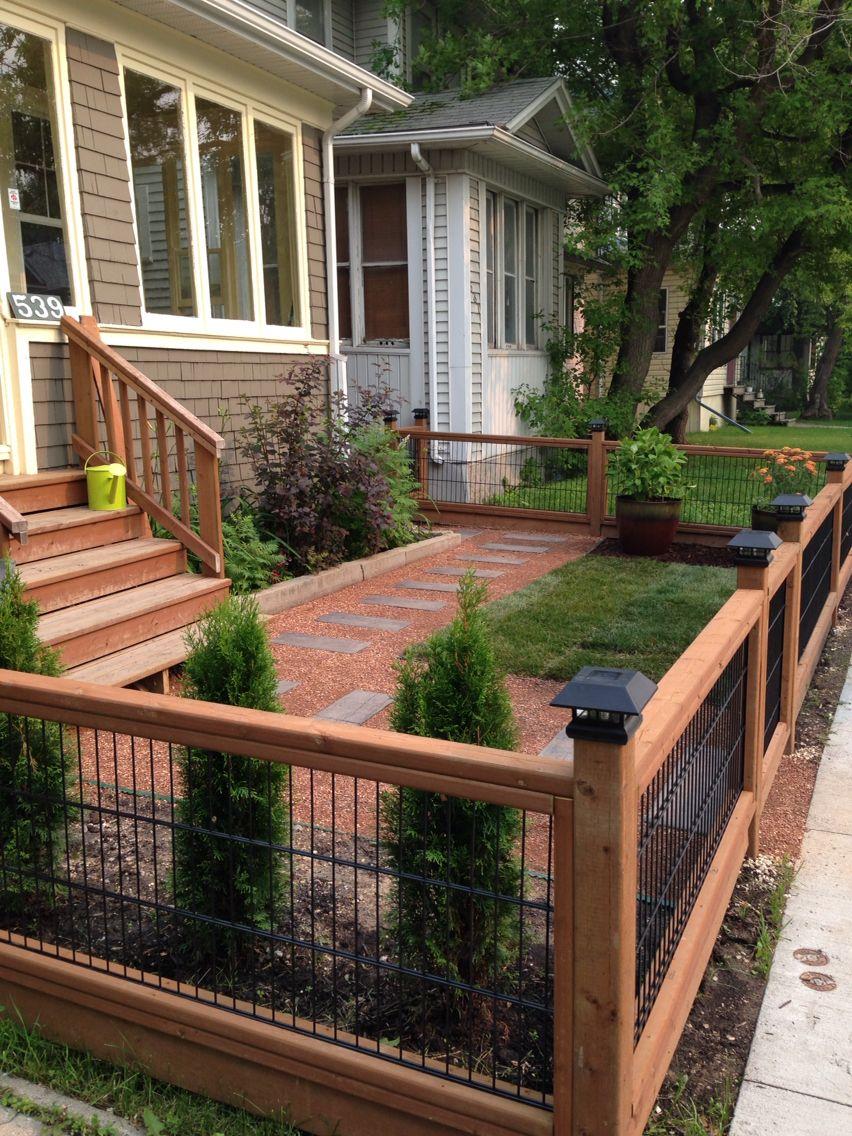 A Wood Fences Is An Excellent Landscape Addition