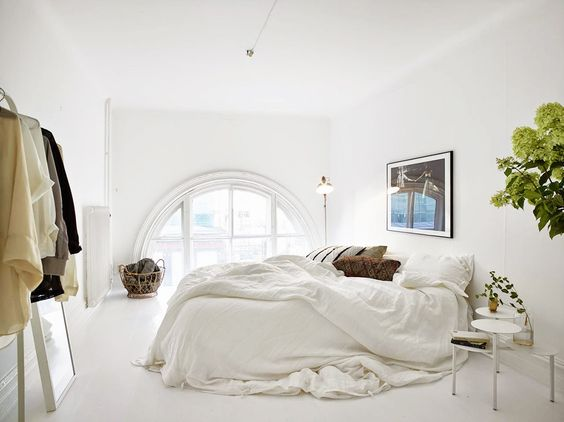 A Large Arch Window Design Make a Spacious Look for a Whitewashed Bedroom