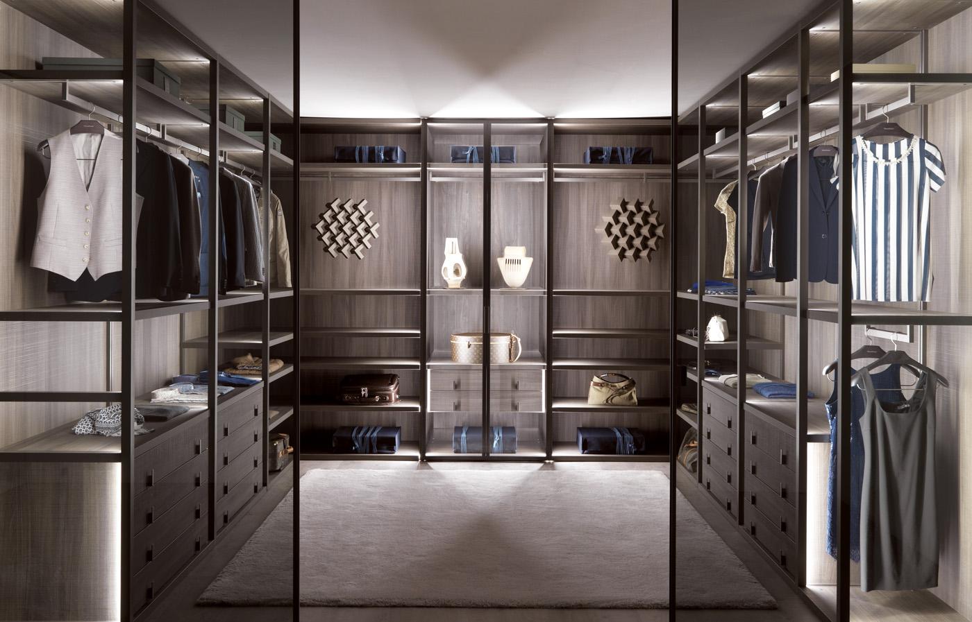Đèn led trang trí giúp tủ quần áo thêm sang trọng