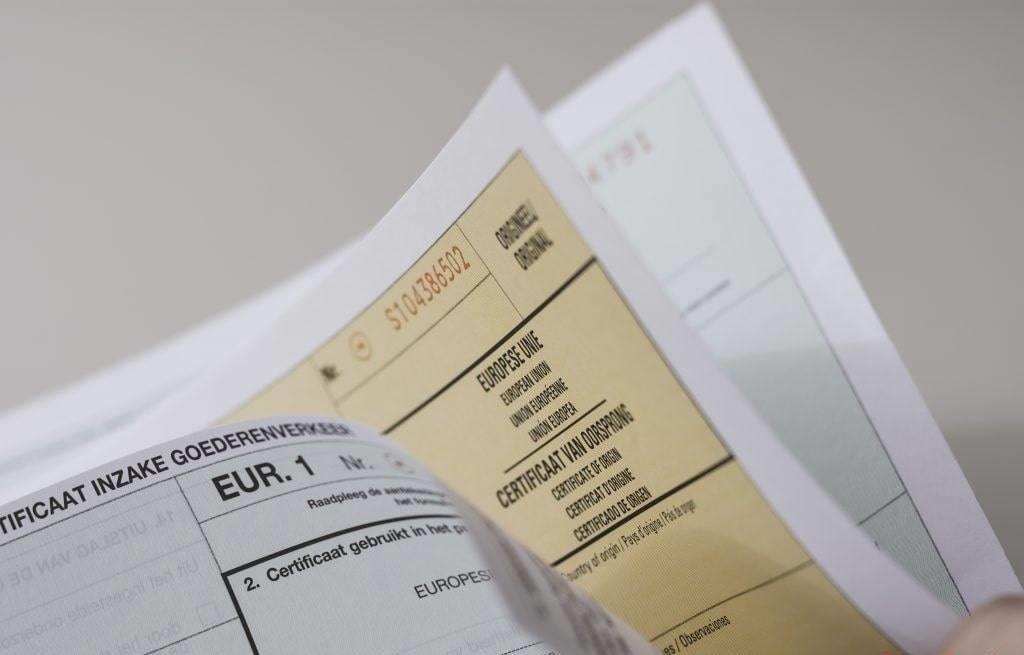 Bộ hồ sơ xuất nhập khẩu bao gồm những gì?