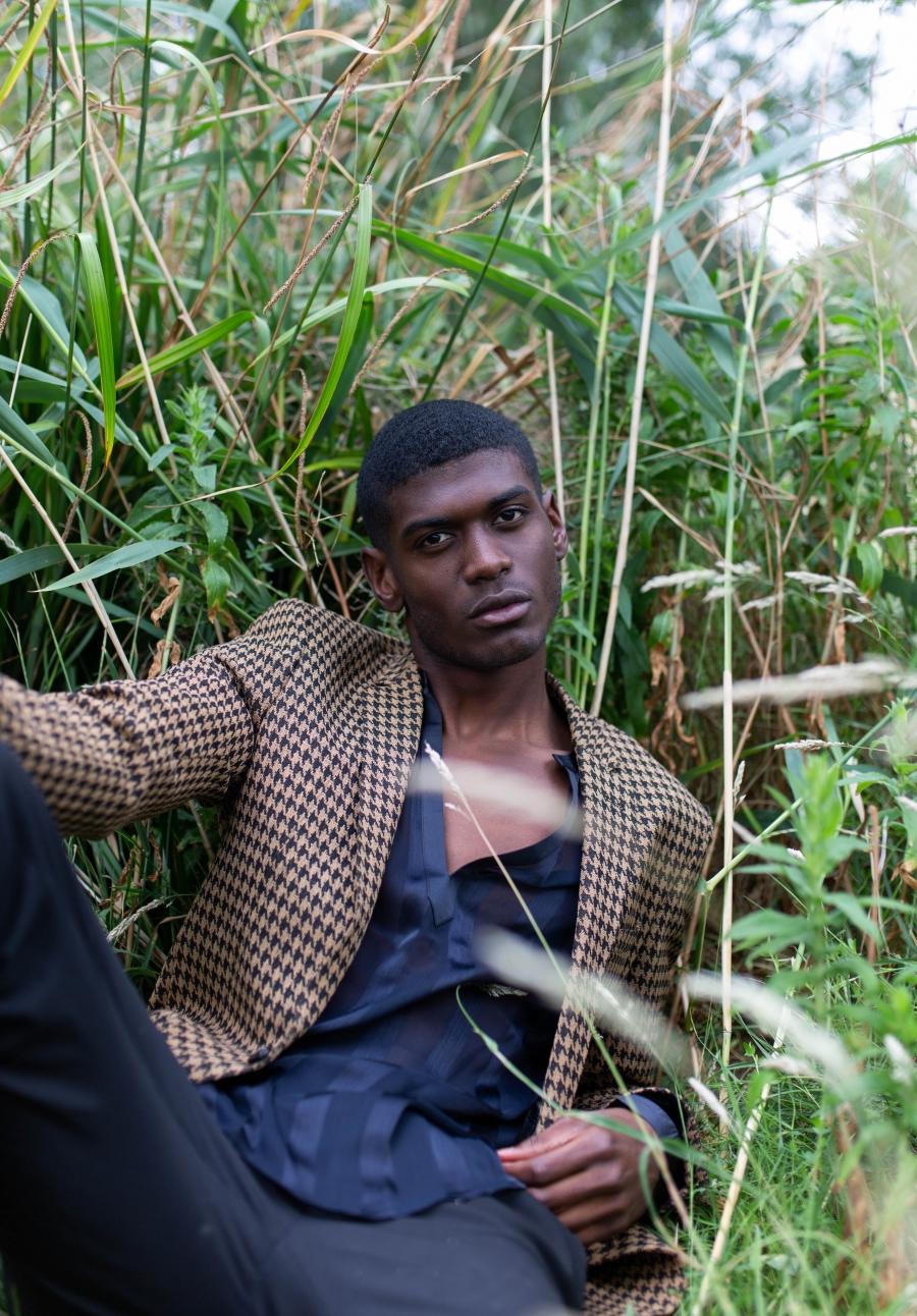 Male model posing. advice for freelancers, freelance niche, meetups, collaboration, test shoot