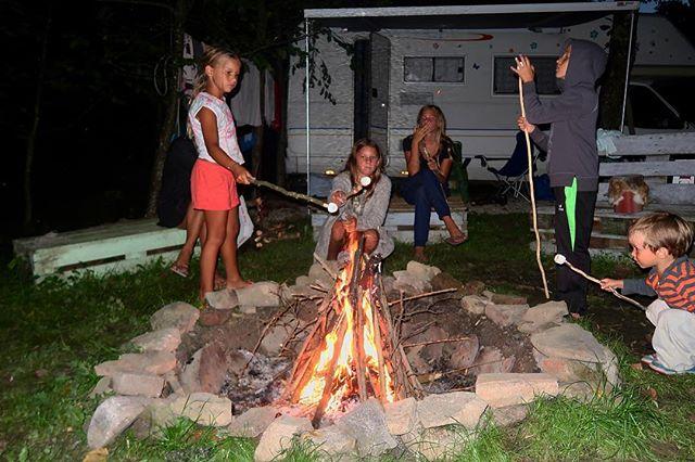 Família Bitcoin fogueira