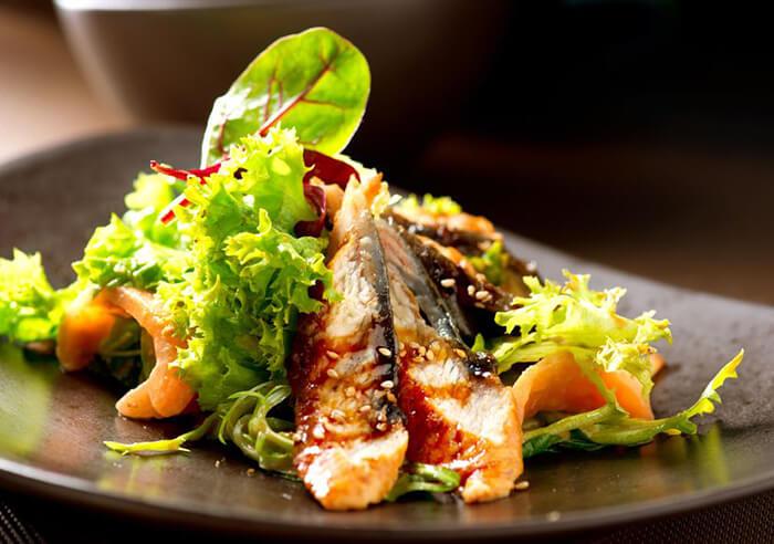 當蒲燒穴子遇上西式生菜,酸酸甜甜脆脆嫩嫩,讓人訝異於中西口味的結合竟能如此和諧。