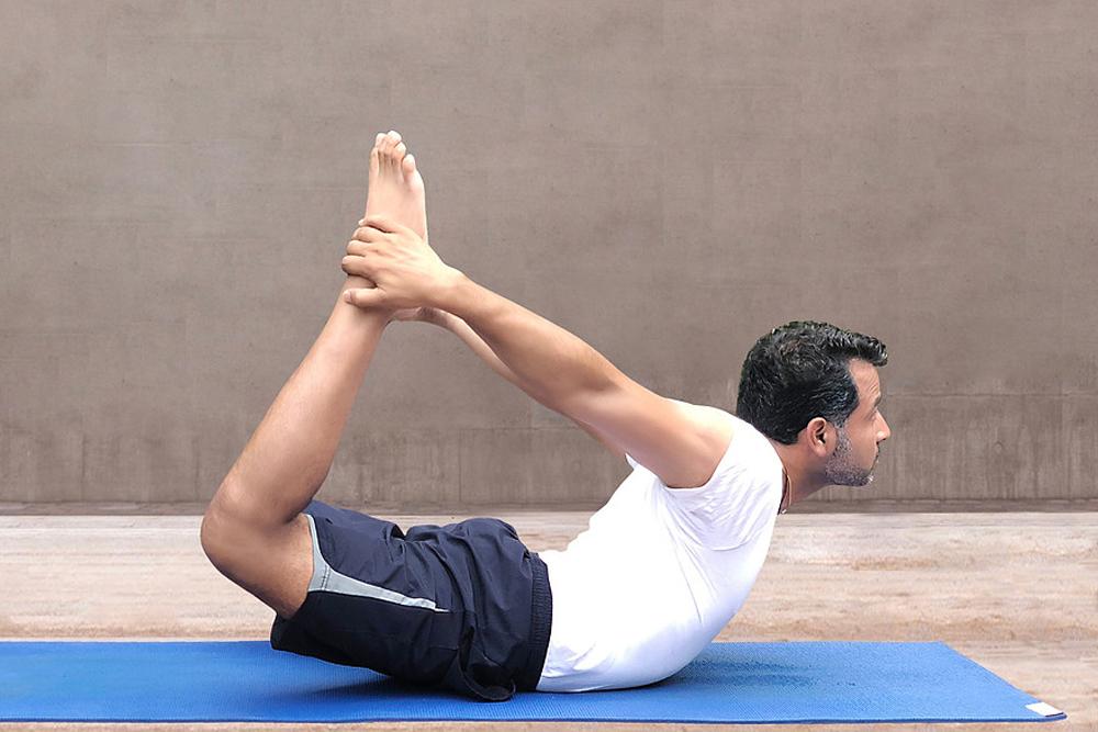 Tư thế cánh cung Dhanurasana - Bài tập yoga giảm béo bụng