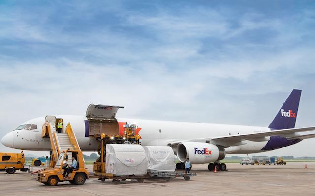 Nên đặt dịch vụ Vận chuyển hàng sang Mỹ bằng đường hàng không khi giá trị đơn hàng cao