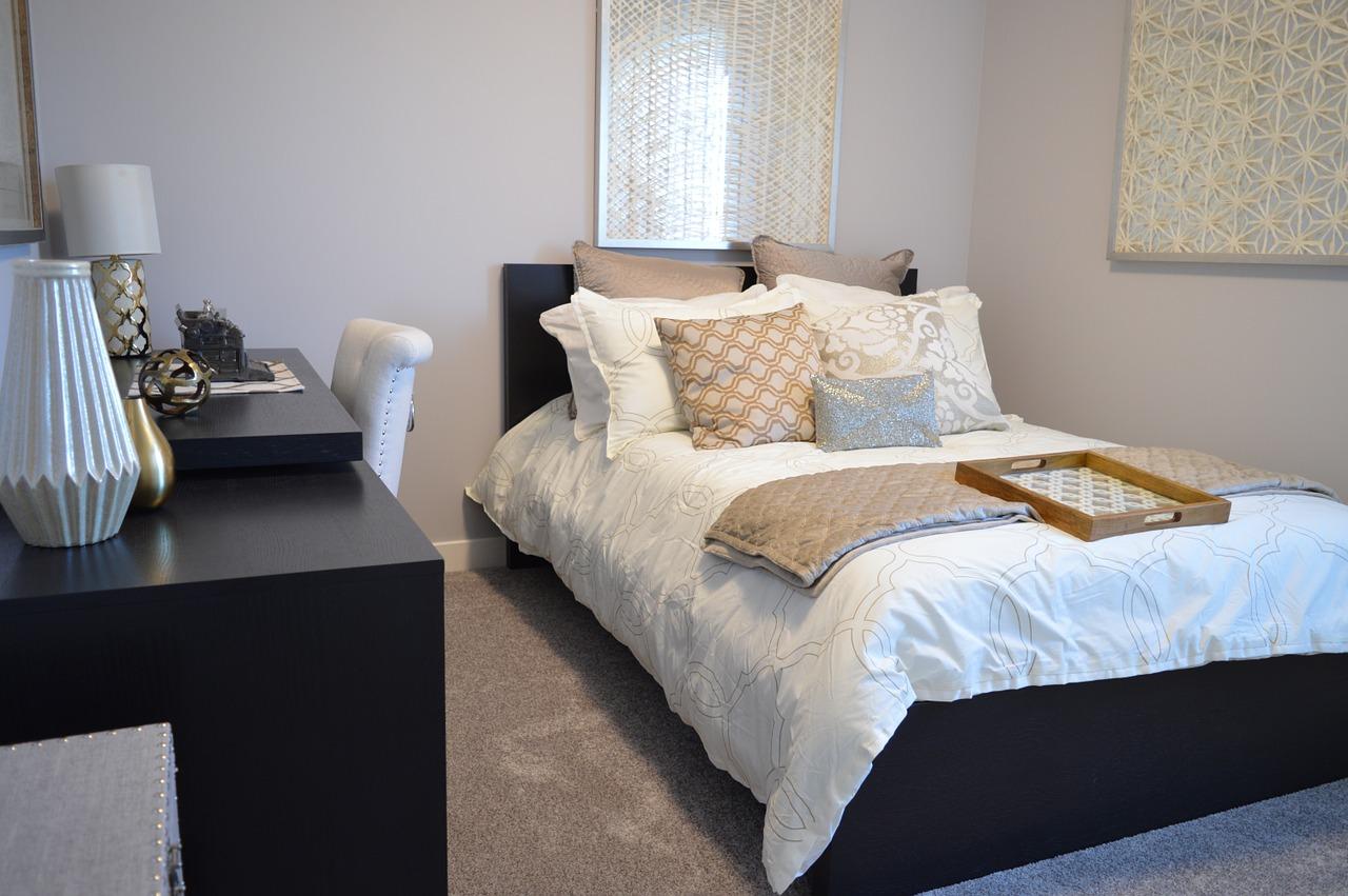 bedroom-1078890_1280.jpg