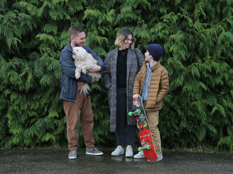 vancouver-is-awesome-founder-bob-kronbauer-with-dog-frankie-his-wife-kate-and-son-arlo-at-their-new