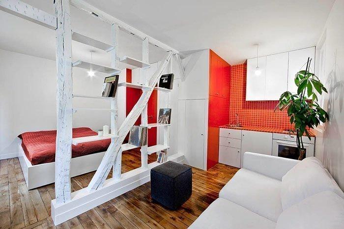 Khung gỗ ngăn cách phòng khách và phòng ngủ khá tinh tế