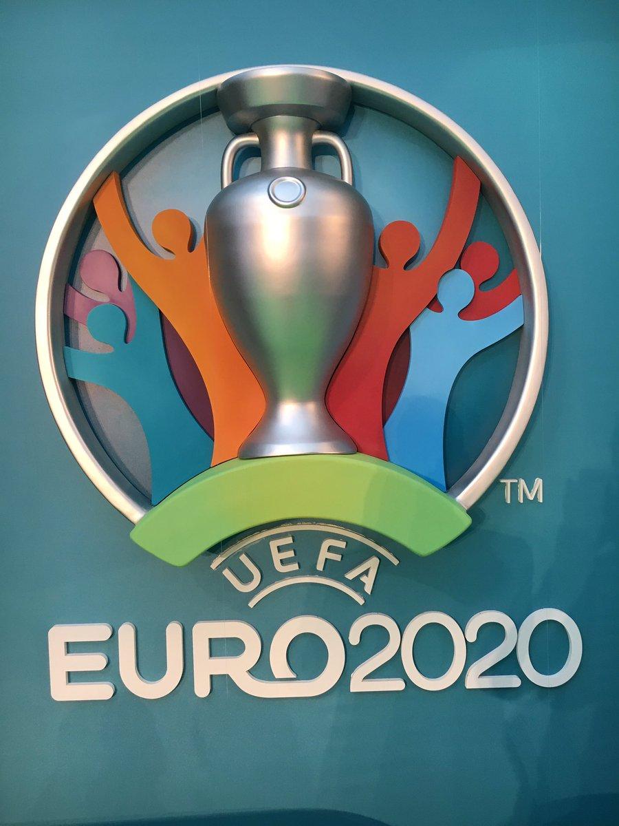 Chiếc cúp EURO 2020
