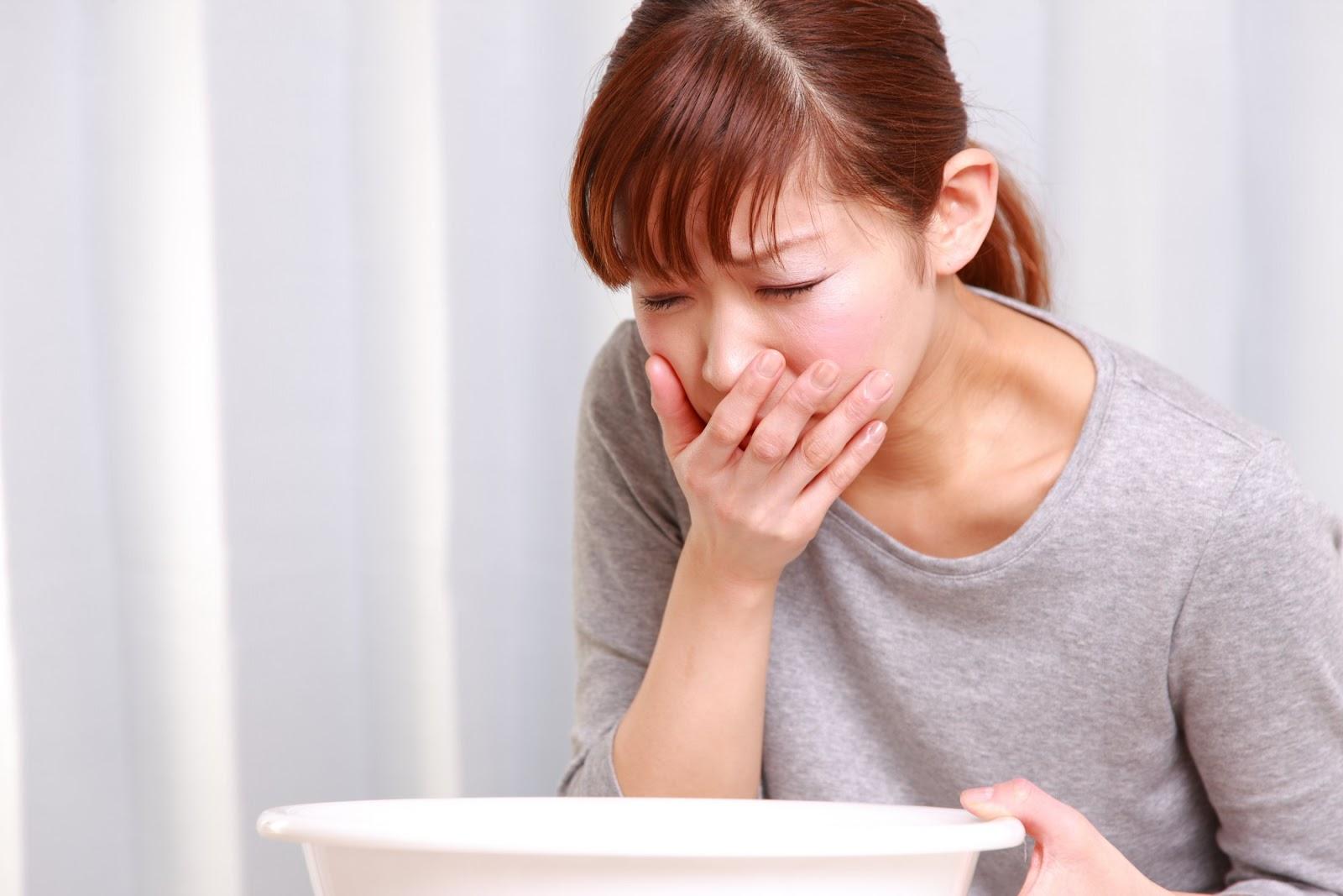Ngộ độc thực phẩm khiến cơ thể bị mất nước nghiêm trọng vì nôn mửa