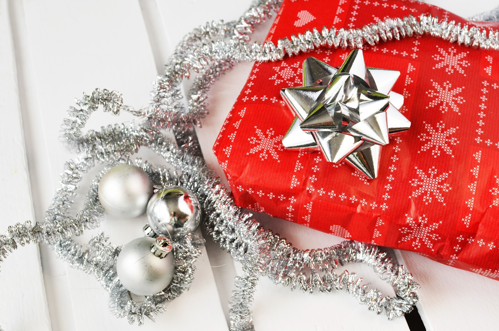 gift-present-christmas-xmas.jpg