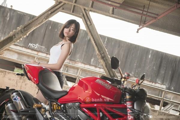 Ducati Monster 1200S độ chất lừ bên cạnh cô nàng cá tính 3
