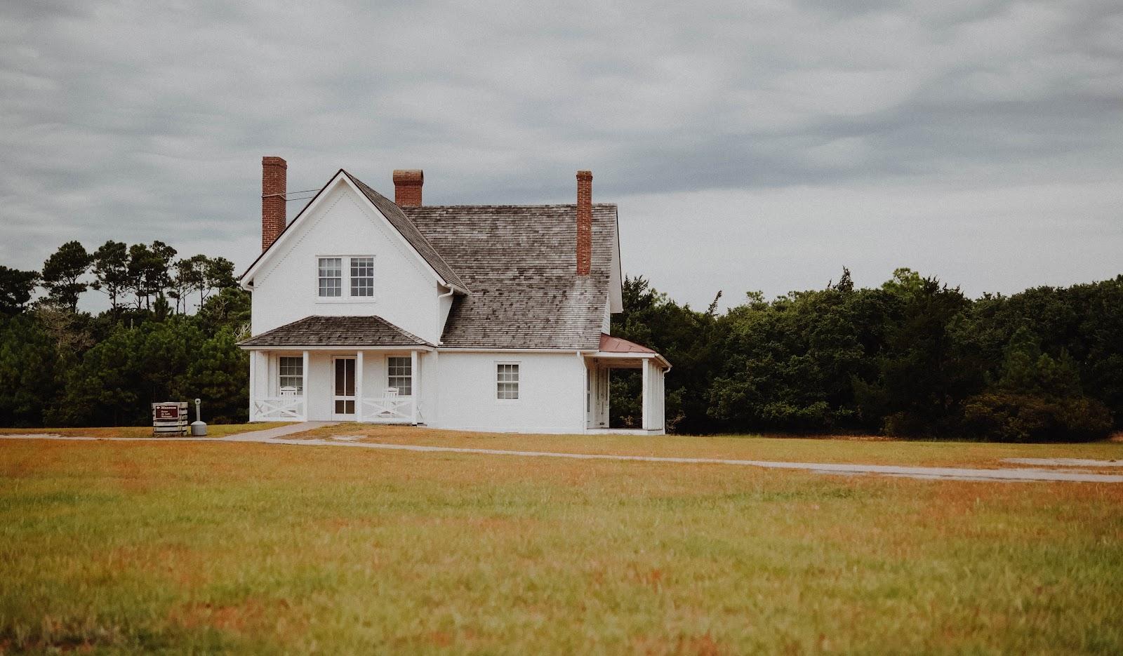 Awalnya desain farm house menunjukan rumah ladang - source: www.unsplash.com
