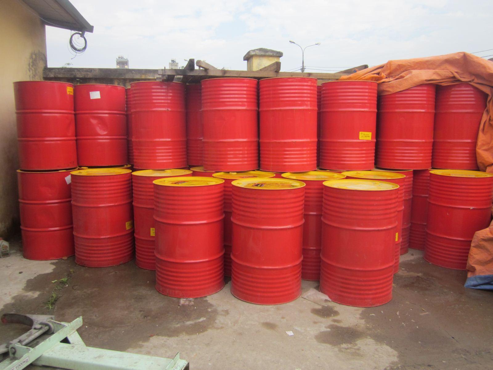Hình ảnh kho dầu động cơ ngoài trời của công ty Yên Hưng