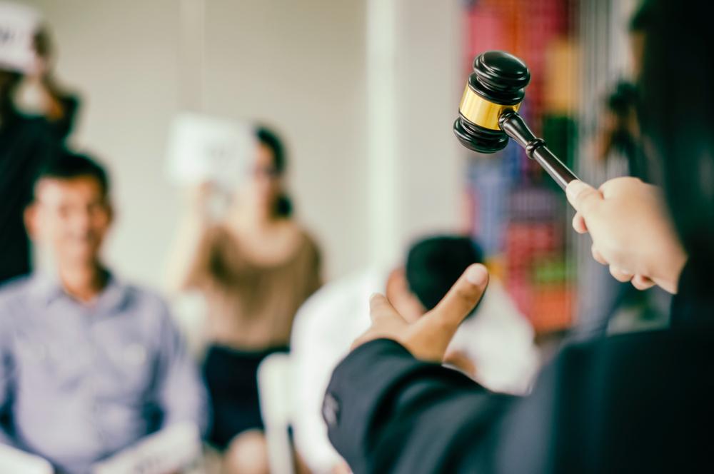 Em caso de inadimplência no pagamento da regularização fundiária, imóvel poderá ser leiloado pela União. (Fonte: Shutterstock/ART STOCK CREATIVE/Reprodução)