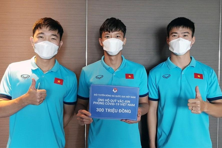 Đội tuyển Việt Nam Việt Nam ủng hộ 300 triệu đồng vào Quỹ vaccine phòng, chống COVID-19. Ảnh: VFF