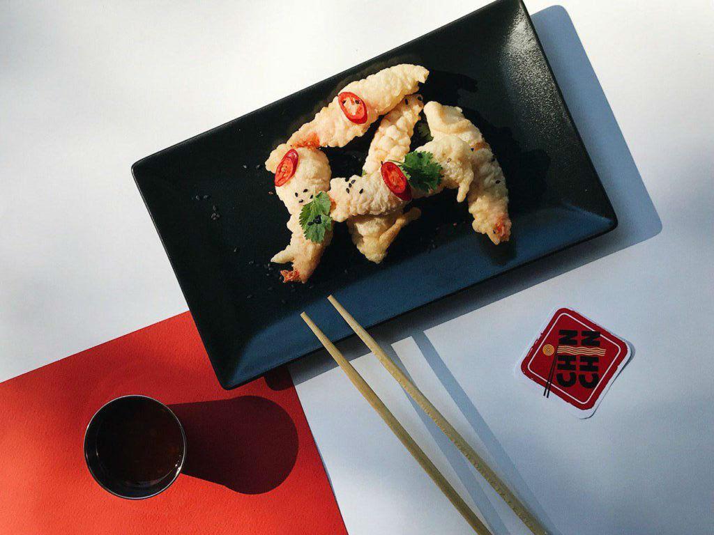 Для ценителей китайской кухни: креветки в темпуре от «ChinChin» – 98 грн, 5 штучек.
