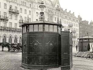 Bekvämlighetsinrättning i Stockholm vid Grand hotell sent 1800-tal.