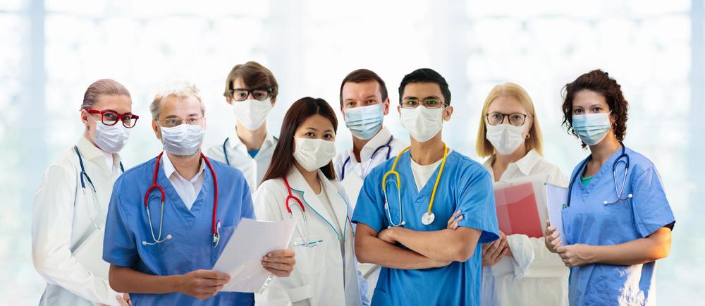 Preparar os serviços médicos para o acolhimento da comunidade LGBTQIA+ é um desafio a ser enfrentado. (Fonte: FamVeld/Shutterstock)