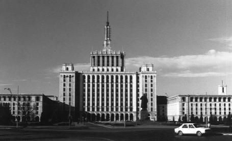 Description: Casa Scanteii cu statuia lui                                    Lenin.