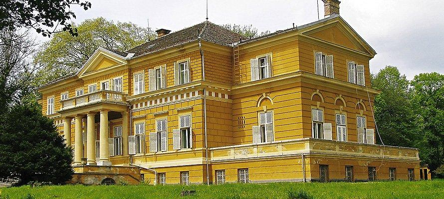 https://castlelifeblog.files.wordpress.com/2013/07/savarsin_1.jpg