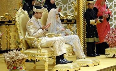 O sultão de Brunei, um dos homens mais ricos da Ásia, casou a filha neste domingo em uma cerimônia suntuosa no palácio real que tem 1.700 quartos. Foto: AFP Photo
