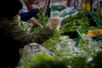 <p>As margens de comercialização da alface chegou aos 82% em Março</p>