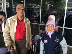 Sirul's mother, 74-year-old Piah Samat arrives in Sydney with his sister and Islamic Party of Malaysia MP, Dato Mahfuz Omar