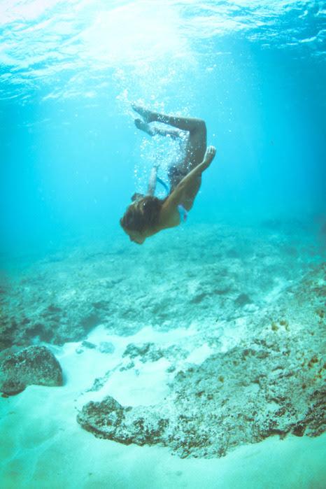 фото женщин сзади под водой