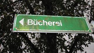Buechereischild in Bad Ischl, librarymistress 2010, Flickr, CC-BY-SA