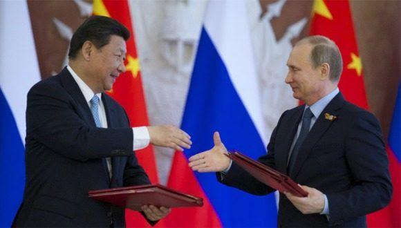 El presidente ruso Vladimir Putin y el líder chino Xi Jinping. Foto: EFE.