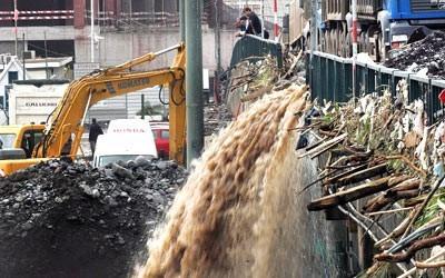 Cerca de três quartos da verba arrecadada par a reconstrução da Madeira ter-se-ão mantido, segundo o Tribunal de Contas, nos cofres do governo regional.