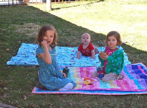 Spring = backyard picnic