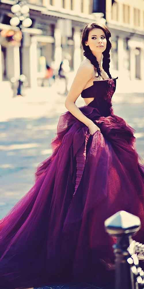 trägerloses lila Hochzeit Ballkleid für eine gewagte Braut