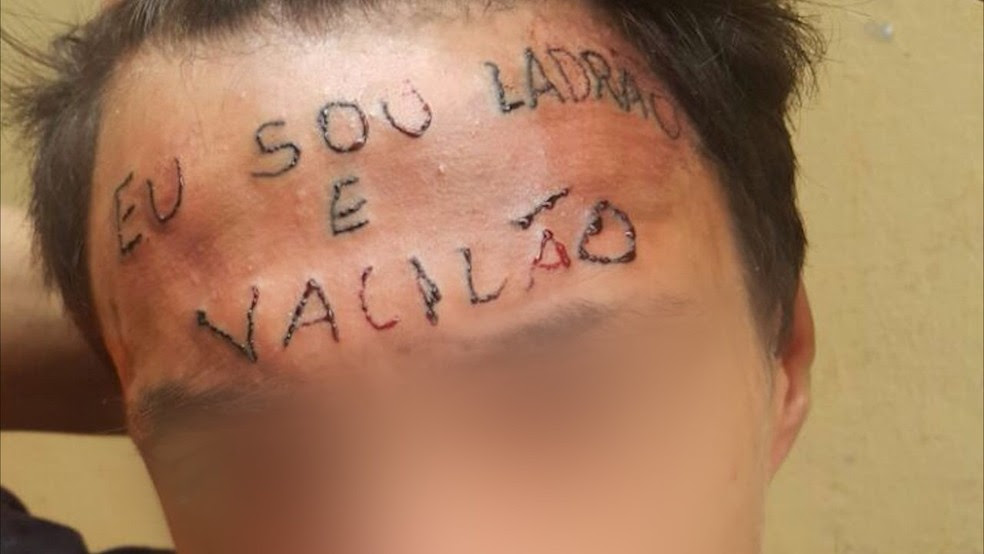 Tatuador é preso por tortura após escrever 'eu sou ladrão e vacilão' na testa de adolescente no ABC (Foto: Reprodução)