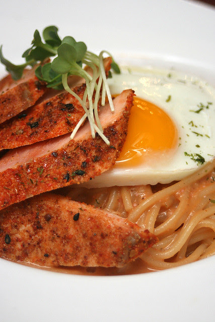 Mentaiko spaghetti with salmon tataki