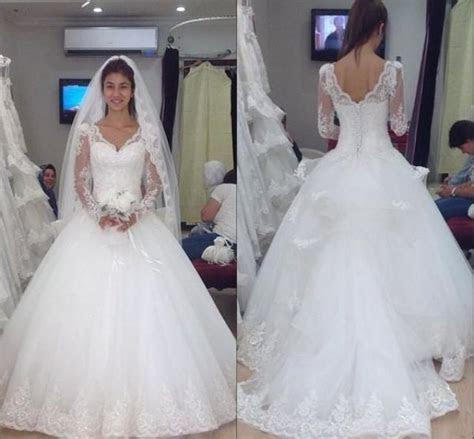 2015 Vintage Long Sleeve Wedding Dresses V Neck Covered