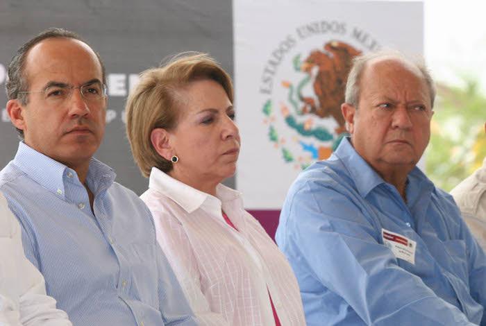 El ex Presidente Felipe Calderón Hinojosa y Romero Deschamps, líder del STPRM.
