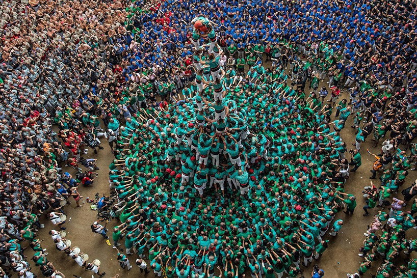 castells-human-towers-catalonia-spain-designboom-16