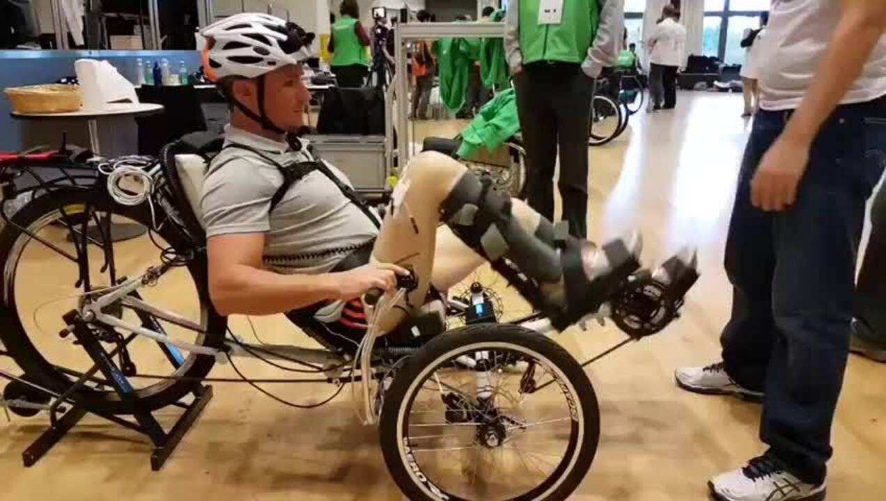 Resultado de imagem para Treino do para-atleta Estevão Lopes utilizando a eletroestimulação